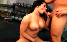 Lucky dude fucking a sexy girl in the gym